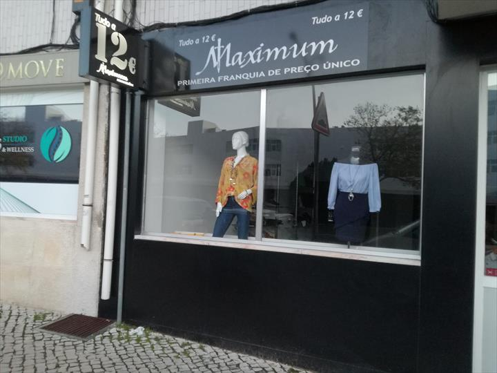 """"""" A MAXIMUM Vip Fashion – Tudo 12€ abre a sua nova loja hoje em Torres Novas."""