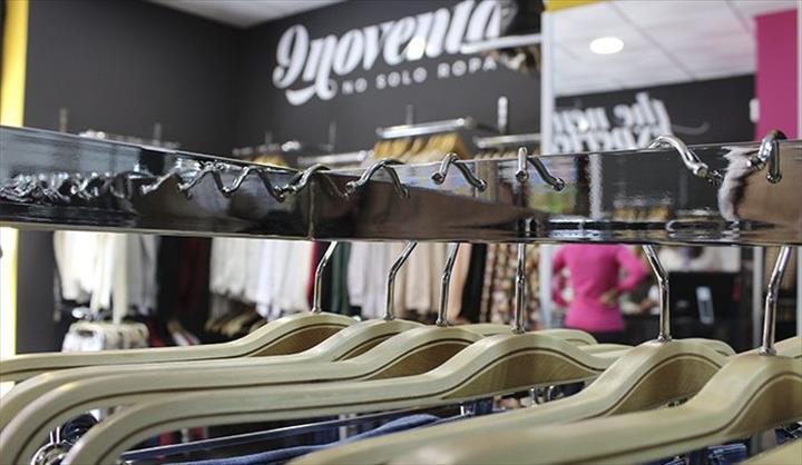 A marca de moda 9noventay9 os preparativos finais para a inauguração desta semana da sua última unidade na localidade de Estrada.