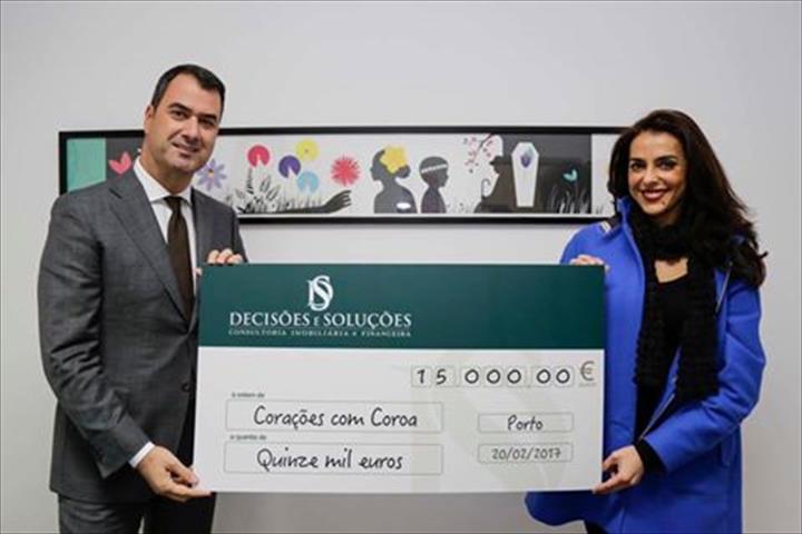 A DECISÕES E SOLUÇÕES entregou mais um donativo à associação Corações com Coroa (CCC), desta vez no valor de 15.000 euros.